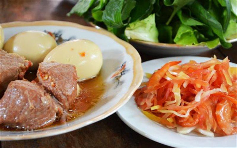 Cách làm Thịt Kho Trứng Nước Dừa cho bữa cơm gia đình