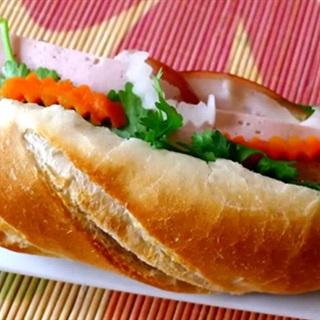 Cách Bàm Bánh Mì Pate Thịt Nguội Đơn Giản Tại Nhà