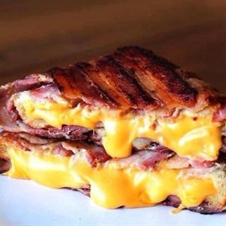 Cách làm thịt xông khói cuộn phô mai