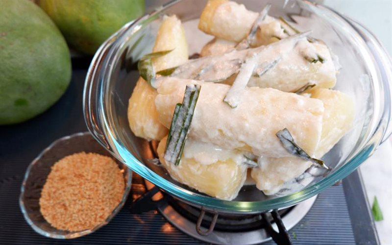 Cách làm Khoai Mì Hấp Nước Cốt Dừa thơm lừng hương lá dứa