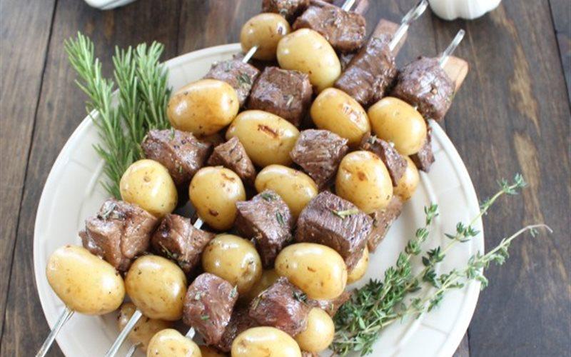 Cách làm Thịt bò khoai tây nướng xiên