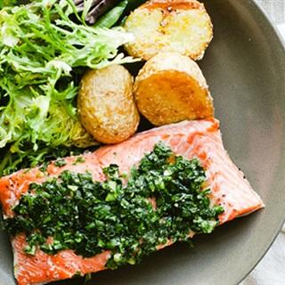 Cách làm cá hồi nướng khoai tây nướng