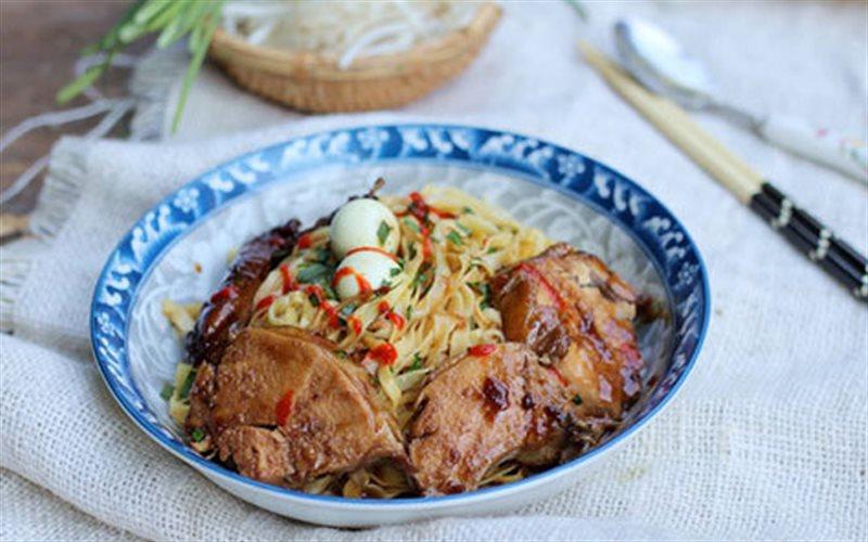 Cách làm Mì Trộn Gà Nước Tương thay thế bữa cơm cực ngon