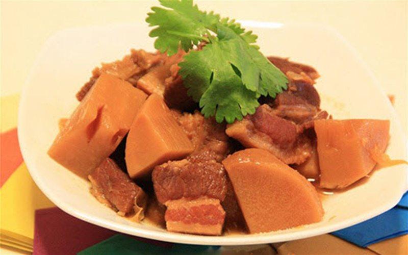 Cách Làm Thịt Heo Ba Chỉ Kho Măng Đậm Đà Đưa Cơm