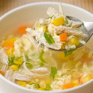 Cách nấu Súp Bắp Gà với rau củ thơm ngon, bổ dưỡng cho bé