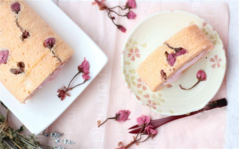 Cách Làm Bánh Cuộn Hoa Anh Đào Đẹp Mặt Thơm Ngon