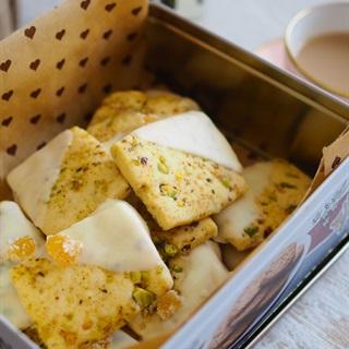Cách làm bánh cookie hạt dẻ cười chocolate trắng