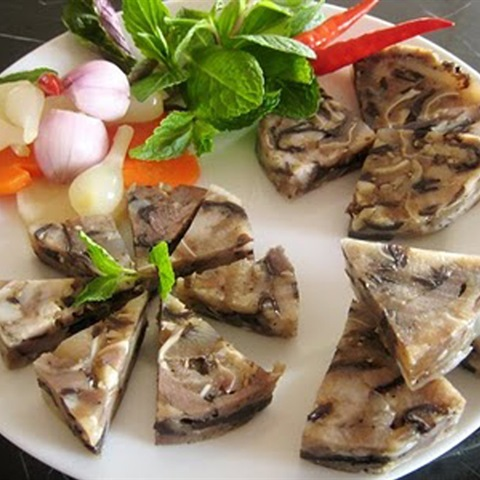 Cách làm Giò Thủ xào bằng khuôn thơm ngon đậm đà ngày tết | Cooky.vn