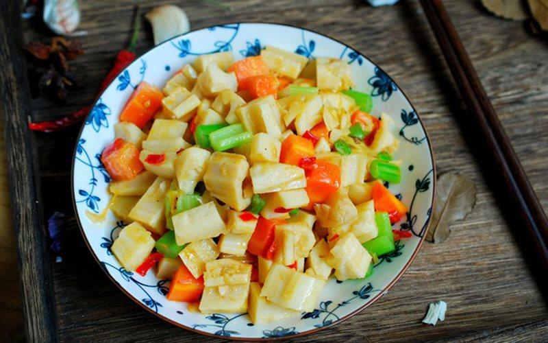 Cách làm củ sen xào cà rốt cần tây