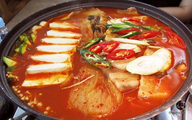 Cách Làm Lẩu Kim Chi cay nồng nóng hổi vừa thổi vừa ăn
