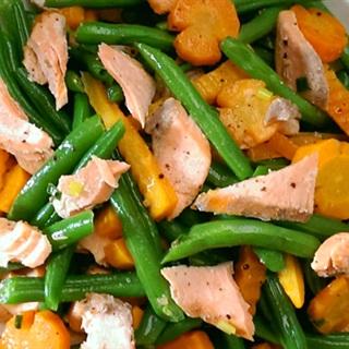 Cách làm cá hồi xào rau củ