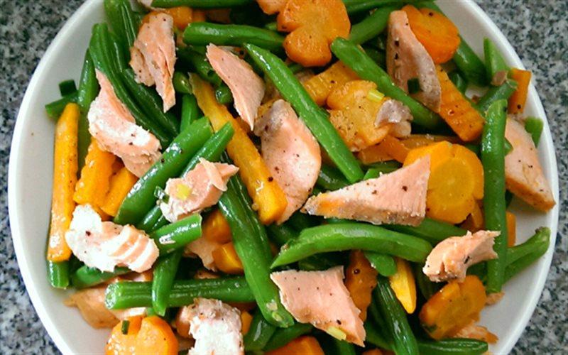 Cách làm Cá Hồi Xào Rau Củ thơm ngon, giàu dinh dưỡng