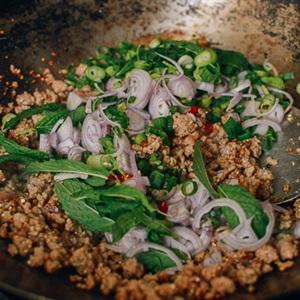 Thịt băm chua ngọt kiểu Thái