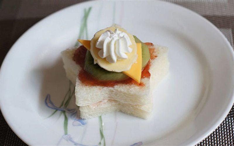 Cách Làm Bánh Sandwich Phủ Trái Cây Rất Đơn Giản