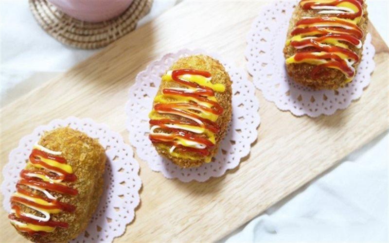 Cách Làm Bánh Khoai Lang Bọc Xúc Xích Chiên Ngon