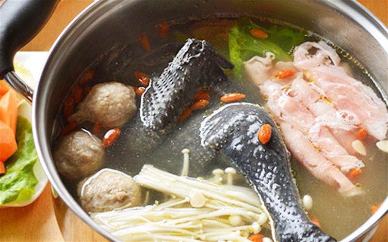Cách nấu Lẩu Gà Đen với nấm đông cô bổ dưỡng, thơm ngon