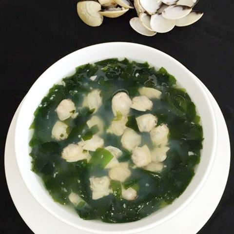 """Canh nghêu nấu <a href=""""https://www.rongbienhanquoc.net/san-pham.html"""" _fcksavedurl=""""https://www.rongbienhanquoc.net/san-pham.html"""">rong biển</a>"""