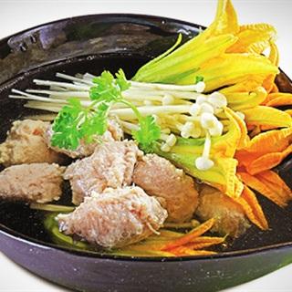 Cách nấu Canh Bông Bí Nấm Kim Châm giò sống ngọt mát