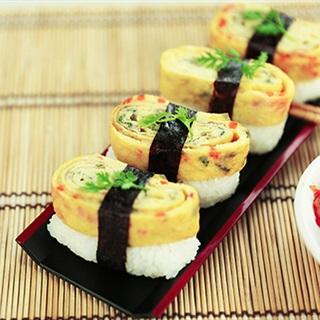 Cách làm sushi trứng cuộn rong biển