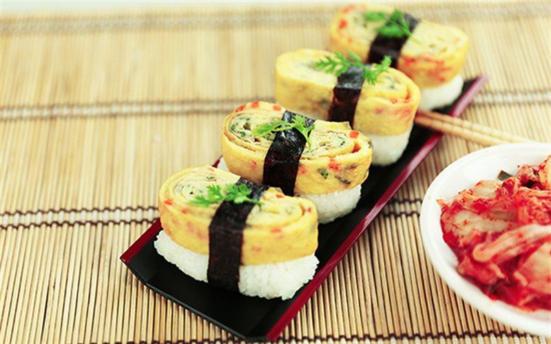 Cách Làm Sushi Trứng Cuộn Rong Biển Siêu Đơn Giản