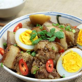 Cách làm Thịt Kho Xá Xị với trứng vịt đậm đà cho bữa cơm