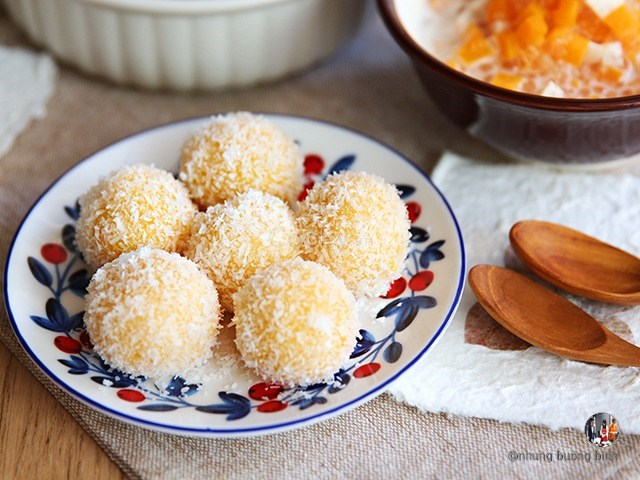 bánh khoai lang lăn dừa