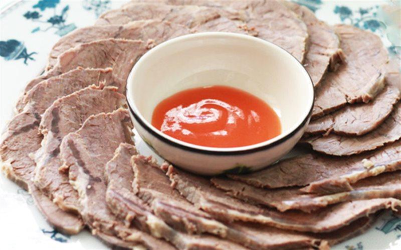 Cách làm Bắp Bò Luộc Nước Mắm đậm đà cho bữa cơm cuối tuần