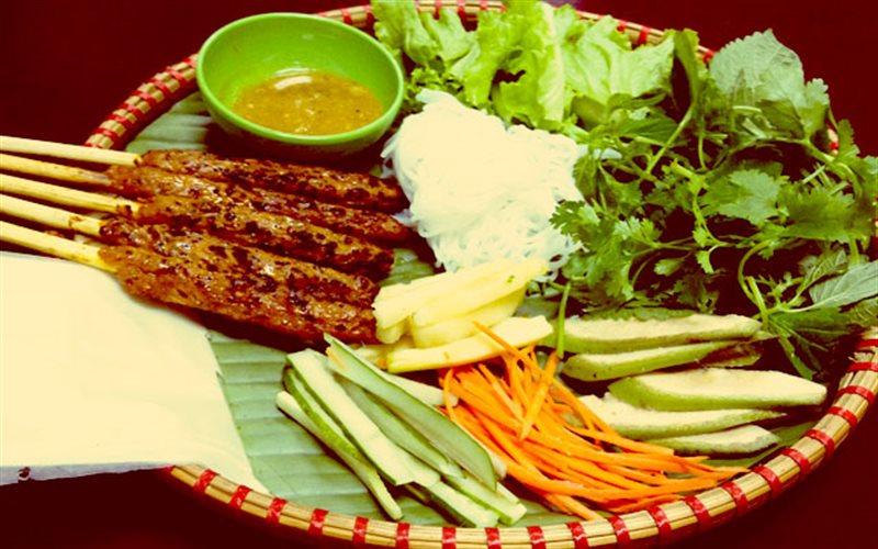 Cách làm Nem Lụi Huế ngon chuẩn vị cho bữa ăn gia đình