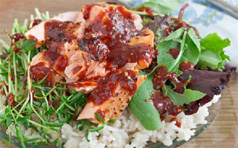 Cách làm Cơm Trộn Cá Hồi đơn giản, ngon và dinh dưỡng
