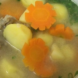 Cách làm canh xương khoai tây