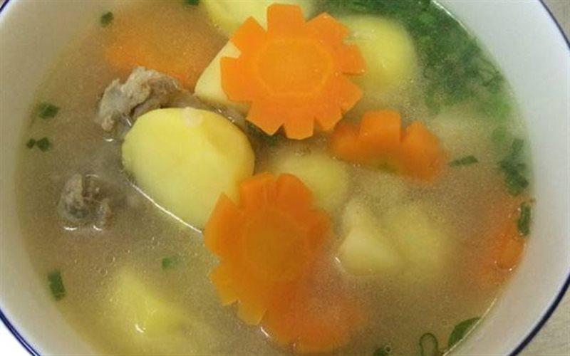 Cách nấu Canh Xương Khoai Tây cà rốt thơm ngon và bổ dưỡng