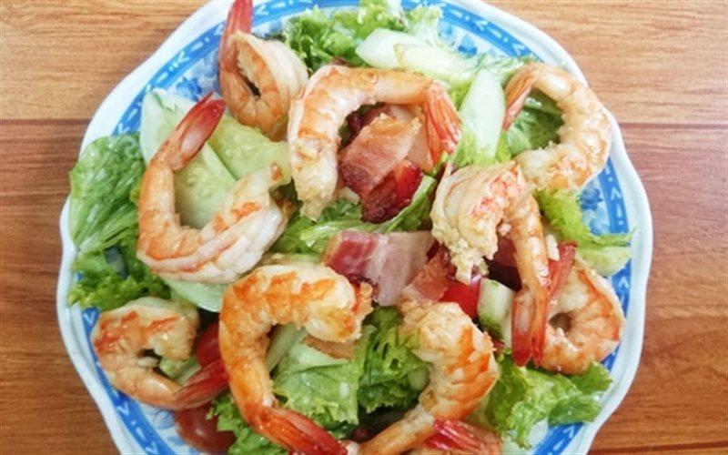 Cách Làm Salad Tôm Thịt Xông Khói Đơn Giản Mà Ngon