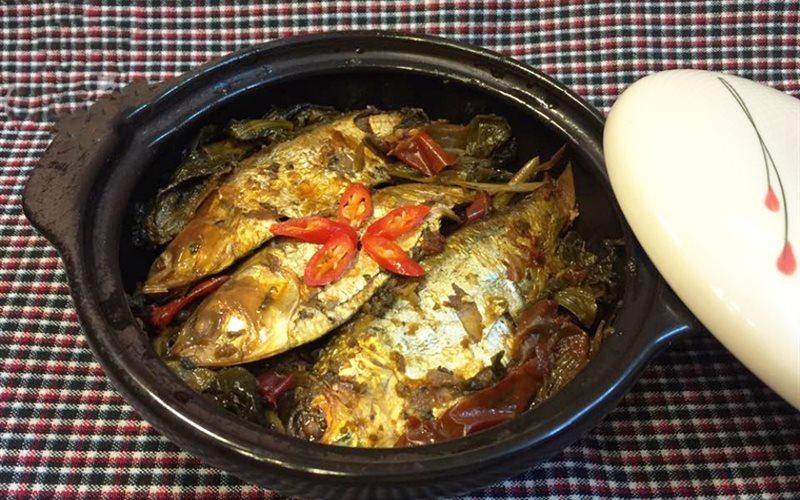 Cách làm cá mòi kho dưa chua