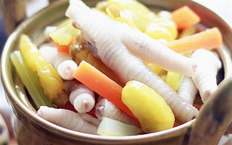 Cách làm Chân Gà Ngâm Chua Ngọt cùng cà rốt giòn ngon