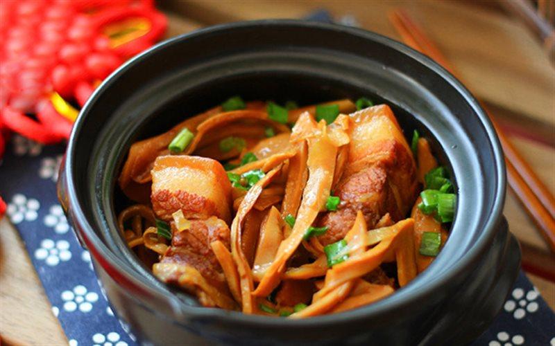 Cách làm Thịt Ba Chỉ Kho Măng đậm đà cho bữa cơm gia đình