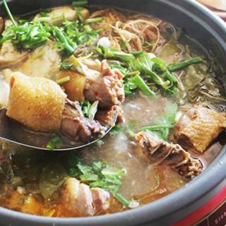 Lẩu gà nấu lá giang