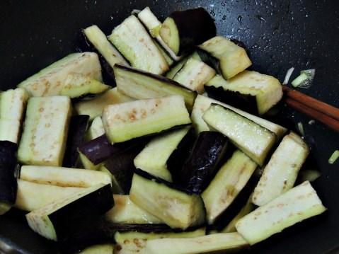Cách Làm Cà Tím Xào thơm ngon cho bữa cơm gia đình tròn vị