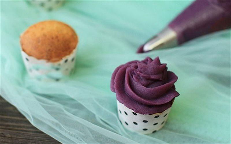 Cách làm Bánh Cupcake Sầu Riêng nướng xốp mềm, hấp dẫn