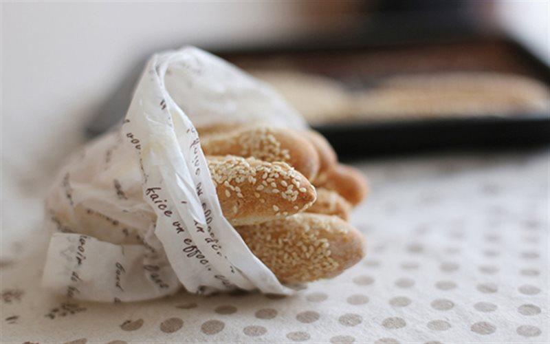 Cách Làm Bánh Mì Que Tẩm Mè Ăn Vặt Cực Thơm Ngon