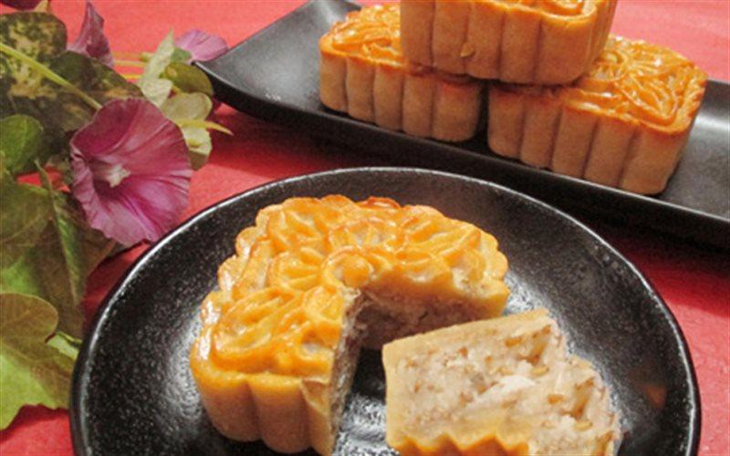 Cách làm Bánh Trung Thu Nhân Dừa mè rang thơm ngon