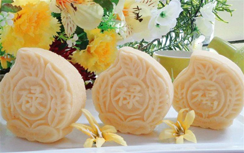 Cách Làm Bánh Đậu Xanh Dừa Nạo Hình Lá Thơm Ngon