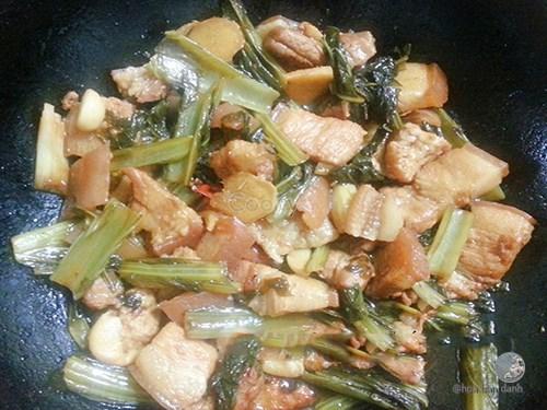cách làm thịt kho cải chua