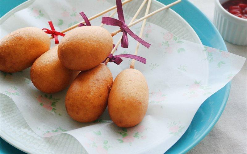 Cách làm hot dog mini cho bữa sáng