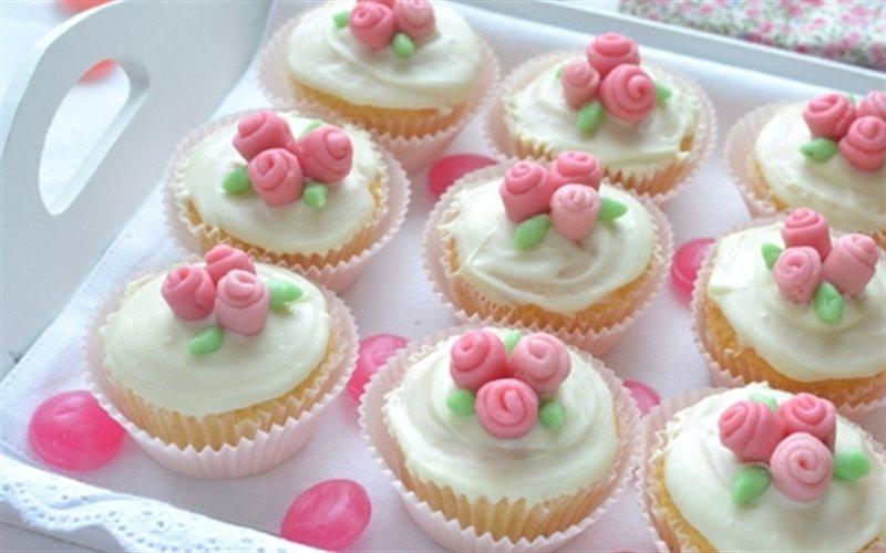 Cách làm Bánh Cupcake Hoa Hồng đẹp mắt mang tặng người thân