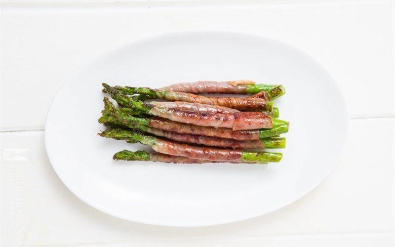 Cách làm Măng tây cuộn thịt xông khói