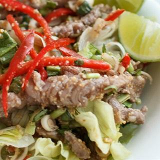 Cách làm Salad Thịt Bò Kiểu Thái chua cay, ngon chuẩn vị