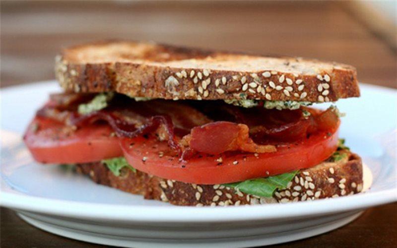 Cách làm Sandwich Thịt Xông Khói cực ngon cho buổi sáng