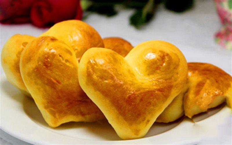 Cách Làm Bánh Mì Sữa Tươi Hình Trái Tim Đơn Giản
