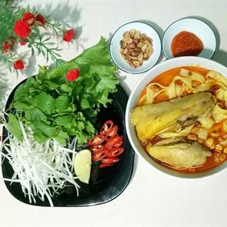 Mì Quảng thịt gà