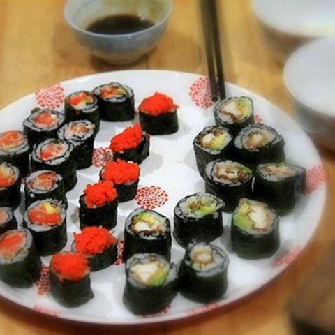 Sushi cá hồi trứng tôm